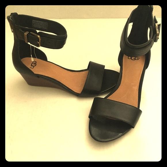 0ae8a615013 ⭐️NEW Ugg Australia Women's black Char sandals